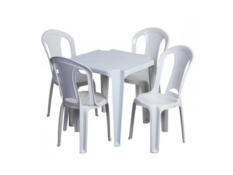 Mesas e cadeiras s
